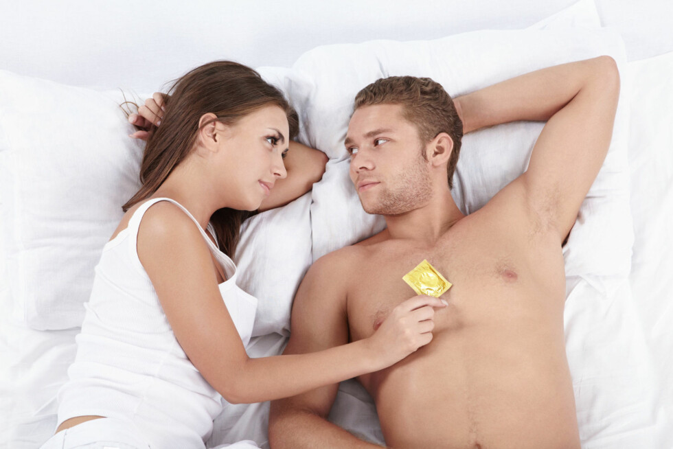 DITT ANSVAR: Det er ditt ansvar å beskytte deg mot hiv og derfor bør du alltid bruke kondom dersom du hat tilfeldig sex med en du ikke kjenner godt. Foto: Thinkstock.com