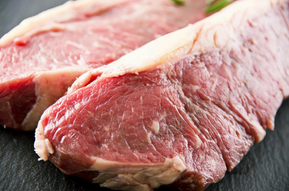 BEARBEIDET OG RØDT KJØTT: Forskning viser at stoffer i kjøttet kan øke risikoen for tarmkreft, og Verdens helseorganisasjon anbefaler derfor at man begrenser inntaket.  Foto: NTB Scanpix
