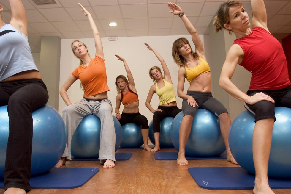 <strong>STYRKE:</strong> Når du trener med pilatesball så er det de små, indre musklene du jobber med. Foto: NTB Scanpix