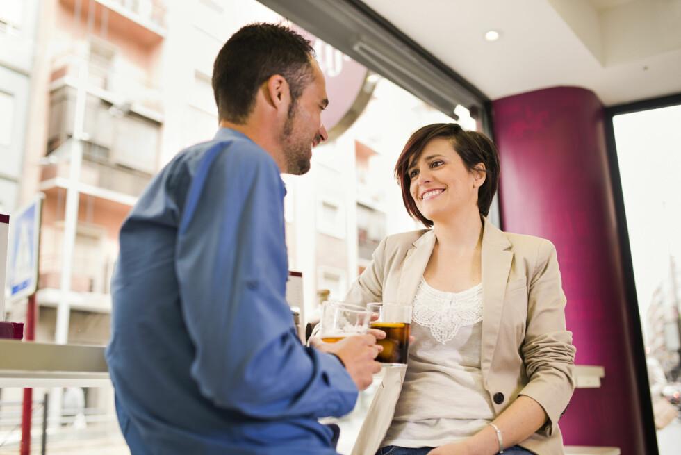 GI HAN MER ENN EN SJANSE: Kjøs forteller at du bør gi daten to sjanser før du går videre til neste, da man ofte er nervøs første gang man møtes.  Foto: TonyRecena - Fotolia