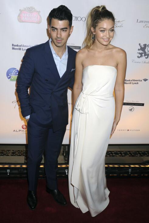 KJÆRESTER: Joe Jonas (26) og Gigi Hadid (20) har vært et par en liten stund nå. Foto: Zuma Press