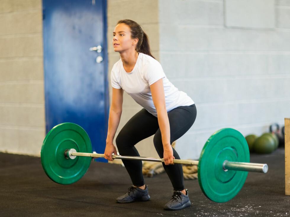 <strong>BRUKER MAGEN I FLERE ØVELSER:</strong> Det er viktig å huske at magemusklene våre er aktive i veldig mange treningsøvelser og daglige aktiviteter.  Foto: Tyler Olson - Fotolia