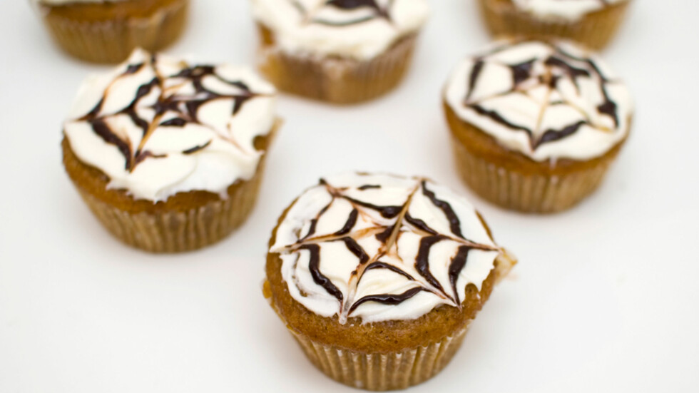 GRESSKARCUPCAKES: Mari Hults gresskarcupcakes med edderkoppglasur.  Foto: Mari Hult