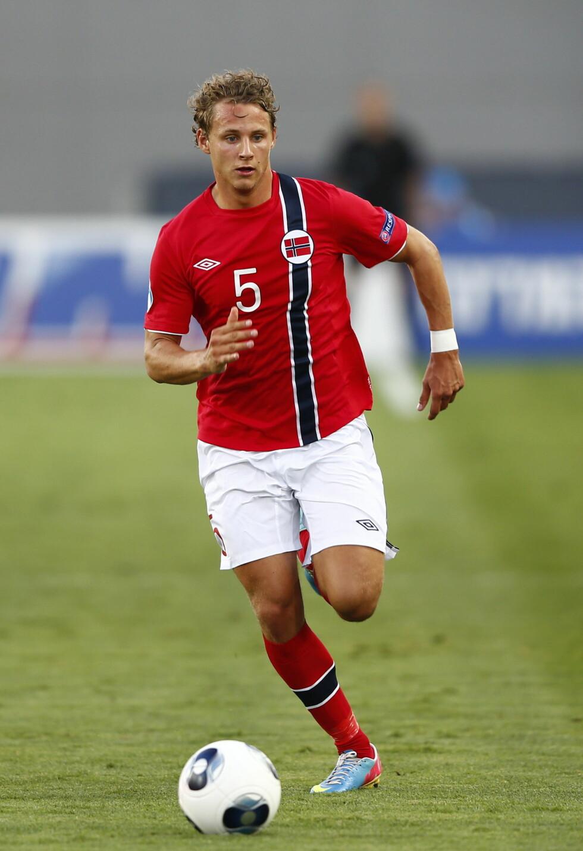 FORSVAR OG MIDTBANE: Vegar Eggen Hedenstad (24) spiller for det norske landslaget og tyske Braunschweig. Foto: NTB scanpix