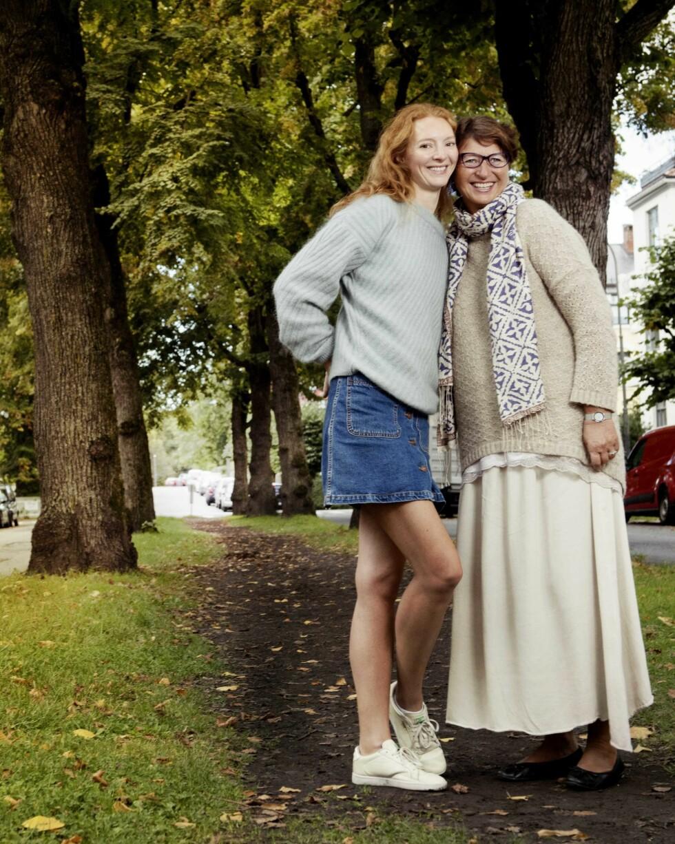 Sigrid Gjøtterud stolte på jenta si. – Men selvsagt tenkte jeg mye på hva som kunne hende, sier hun om datteren Sunniva Stordal, ung supermodell på 90-tallet.  Foto: Julie Christine Krøvel