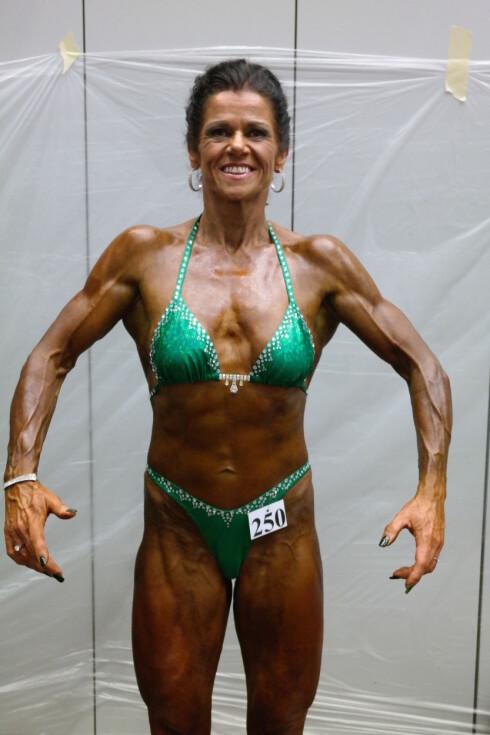 KONKURRANSEKLAR: 53-åringen lader opp til to mesterskap i november. Når hun ikke trener seg selv eller andre designer hun konkurranse-klær gjennom sitt eget merke Fitness Fashion by Wenche.  Foto: Privat