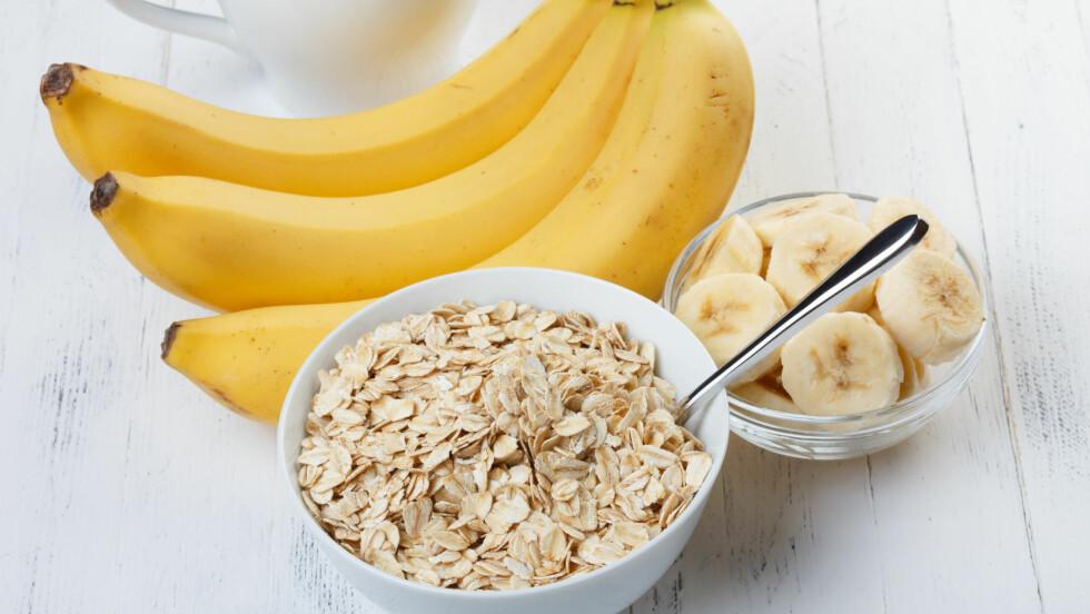 MAT DAGEN DERPÅ: Når fyllesyken har slått inn gjør du lurt i å spise en skål med havregrøt eller en banan.  Foto: Dmytro Sukharevskyy - Fotolia