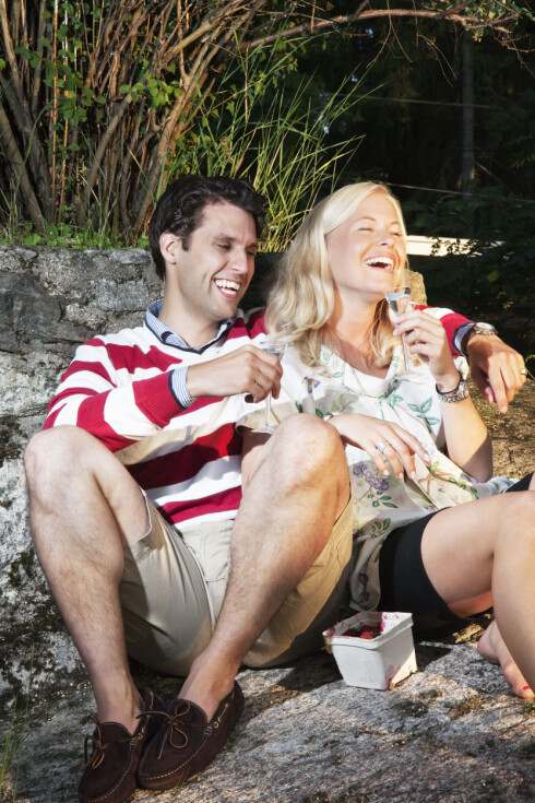 KUN ØYNE FOR HAM: Mange vennskapsforhold ryker fordi venninnen eller vennen har fått seg kjæreste - og velger å prioritere all tid på det nye forholdet. Foto: NTB Scanpix