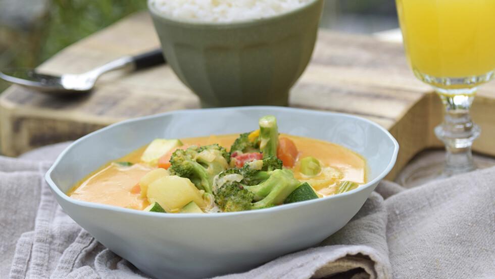 VEGETARMAT: Vegetarmat trenger absolutt ikke være kjedelig. Hva med å prøve en herlig grønnsaksgryte med kokosmelk?  Foto: Marit Røttingsnes Westlie