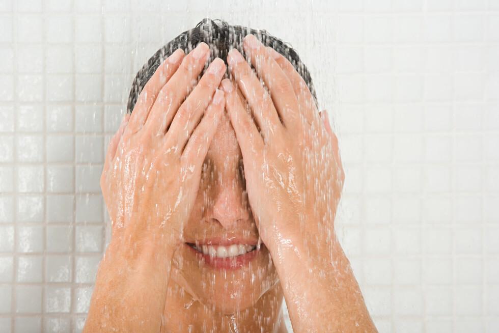 <strong>IKKE DUSJ FOR OFTE:</strong> En dusj kan være både oppfriskende og bra, men ikke overdriv. Dusjer du for ofte kan det faktisk føre til ulike hudproblemer. Foto: Scanpix