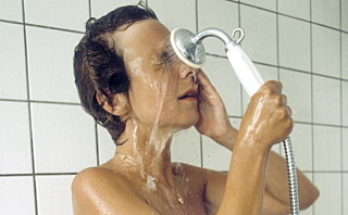Derfor bør du ikke dusje med kontaktlinser