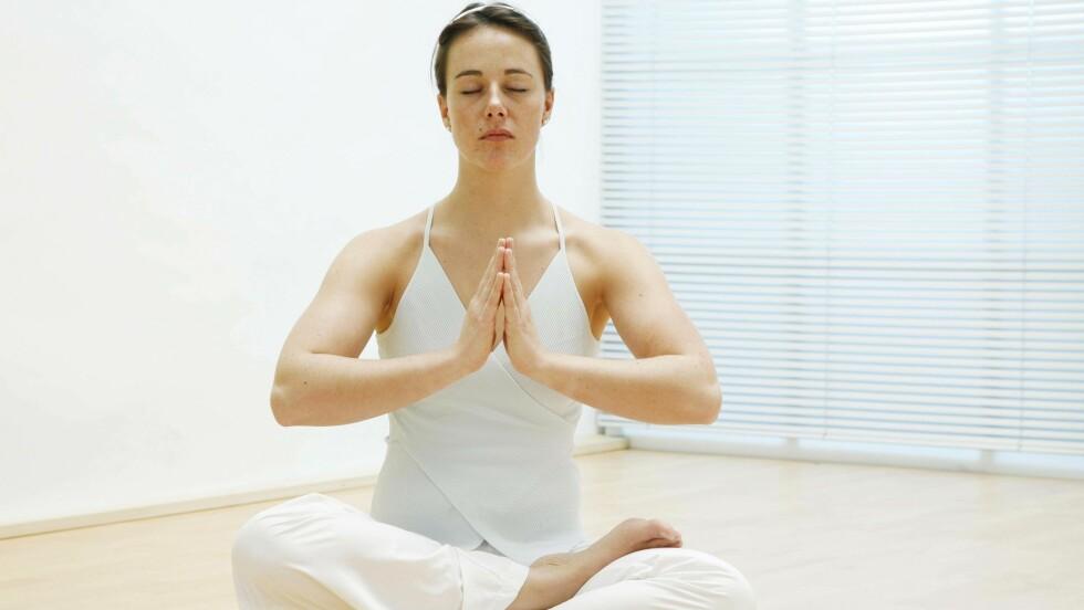 MEDITASJON: Siri Kristiansen sitter ikke nødvendigvis slik, men mediterer blant annet til og fra jobb. Foto: NTBScanpix