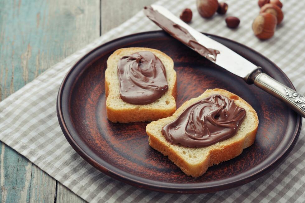 KALORIRIKT: Håpå, sjokoladepålegg og nugatti er pålegg du bør begrense inntaket ditt av, da de inneholder mye sukker.  Foto: tashka2000 - Fotolia