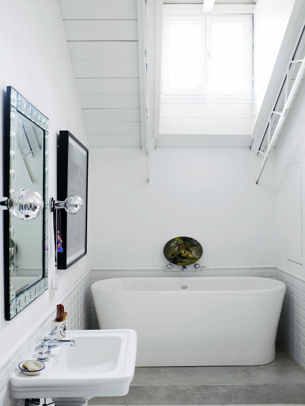 Badekar og vasker (devon-devon.com). Bildet over badekaret er laget av Gorkas kunstnervenn Juan Gatti.  Foto: Richard Powers/IDECOR images