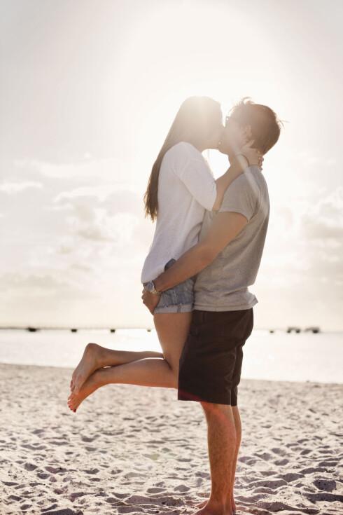 ROMANTISK: Ifølge ekspertene kysser man blant annet for å markere at man er mer enn bare venner. Foto: NTB Scanpix