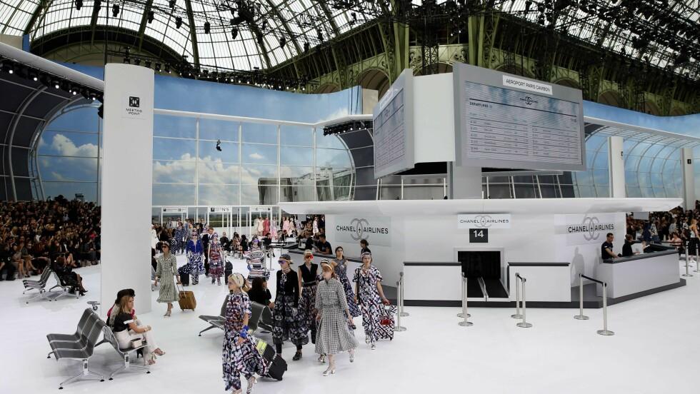 CHANEL FLYPLASS: Slik så det ut da det franske motehuset presenterte sin kolleksjon for vår/sommer 2016. Foto: Afp