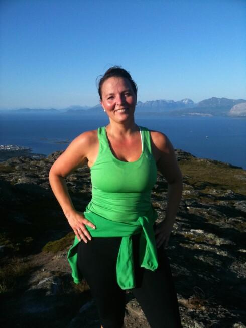 HOLDER KONTAKTEN: For Barbro Lill Hætta (43) er det viktig å følge med på og snakke med venner og familie som bor andre steder i Norge.  Foto: Privat