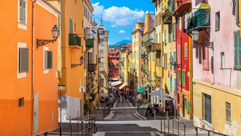 NICE - FRANKRIKES PERLE: Nice er en fantastisk by å reise til nå om høsten - sommeren lever lenge der.  Foto: Shutterstock