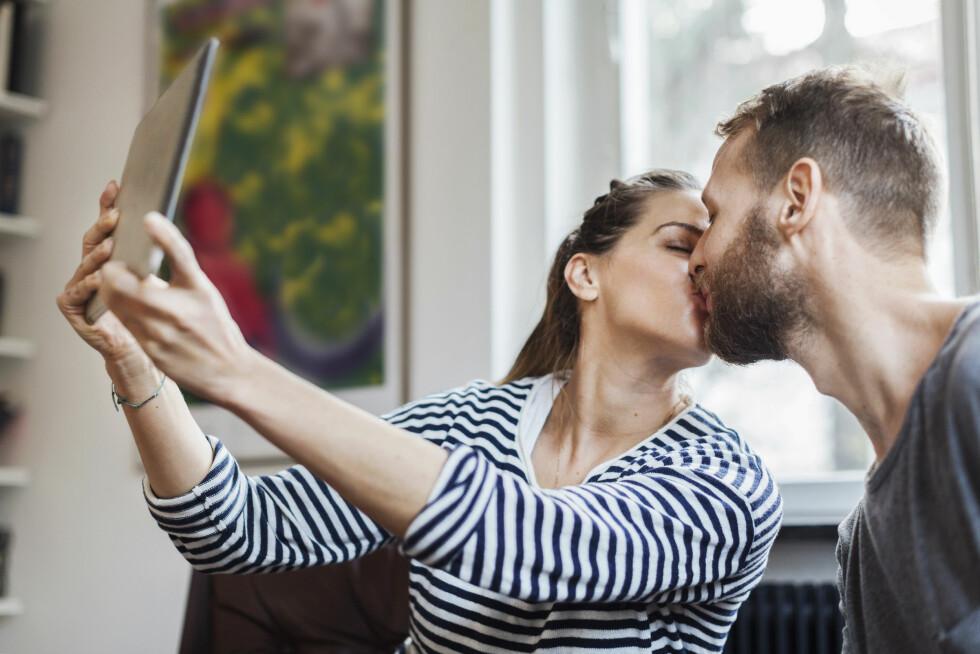 <strong>AVHENGIG:</strong> Dersom bruken av sosiale medier går ut over andre deler av livet ditt kan det være en idé å prøve en periode uten. Foto: Scanpix/NTB
