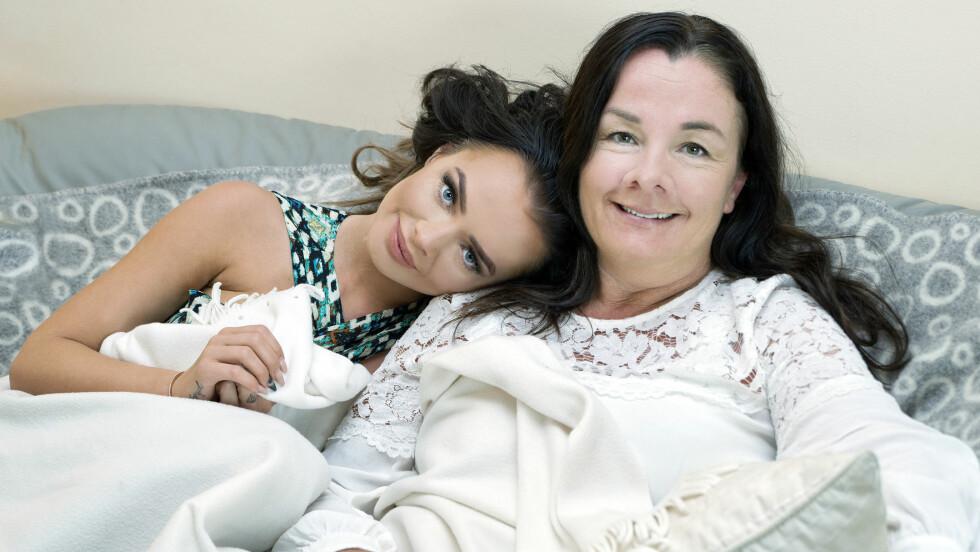 SOPHIE ELISE OG MAMMA LISE: – Vi har ofte lange samtaler, Sophie og jeg, sier Lise Steen-Johansen om datteren og superbloggeren, som hun omtaler som snill og omsorgsfull. Foto: Vibeke Montero