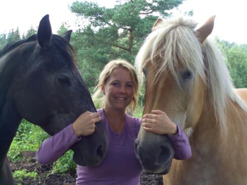 FORSTÅR DYRENES ATFERD: Merete H. Jacobsen er lærer i dyrekommunikasjon ved dyretolkskolen Flammehuset. Foto: Privat