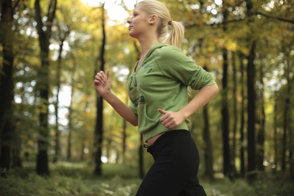 VÆR AKTIV: Det er viktig at du ikke låser deg inne og graver deg ned. Vær aktiv både med trening og i sosiale sammenhenger. Foto: Scanpix/NTB