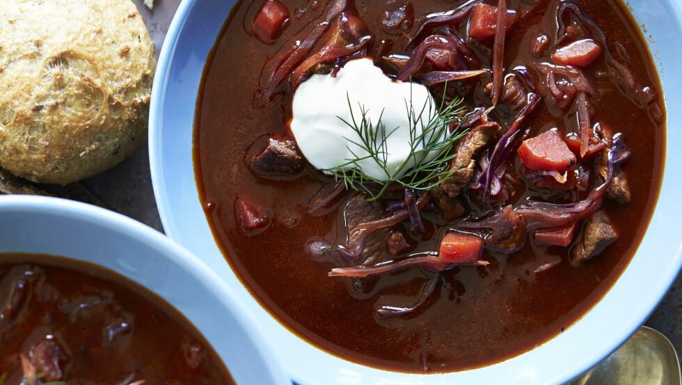 RØDBETESUPPE: Denne suppen med det rare navnet tomatborsjtsj, er en østeuropeisk smaksbombe! Foto: All Over Press