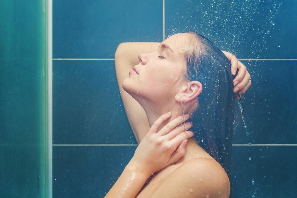 <strong>IKKE FOR VARMT:</strong> Vasker du håret i for varmt vann kan det ende med at du får fett hår. Foto: carol_anne - Fotolia