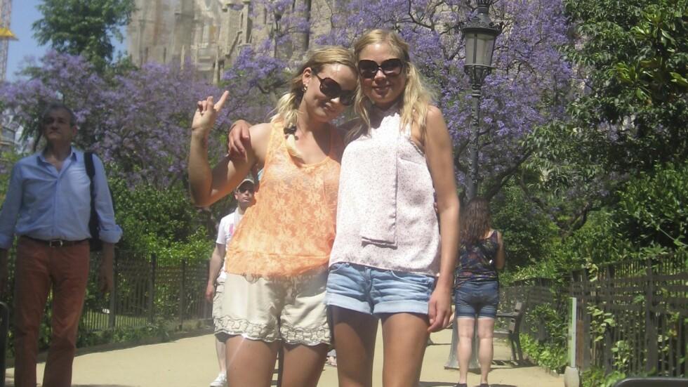 SYK AV SPISEFORSTYRRELSER: Året før hun døde, var søstrene på ferie i Barcelona sammen med moren. Det var da det for alvor gikk opp for Susanne (t.v) hvor syk storesøsteren Christine var.  Foto: Privat