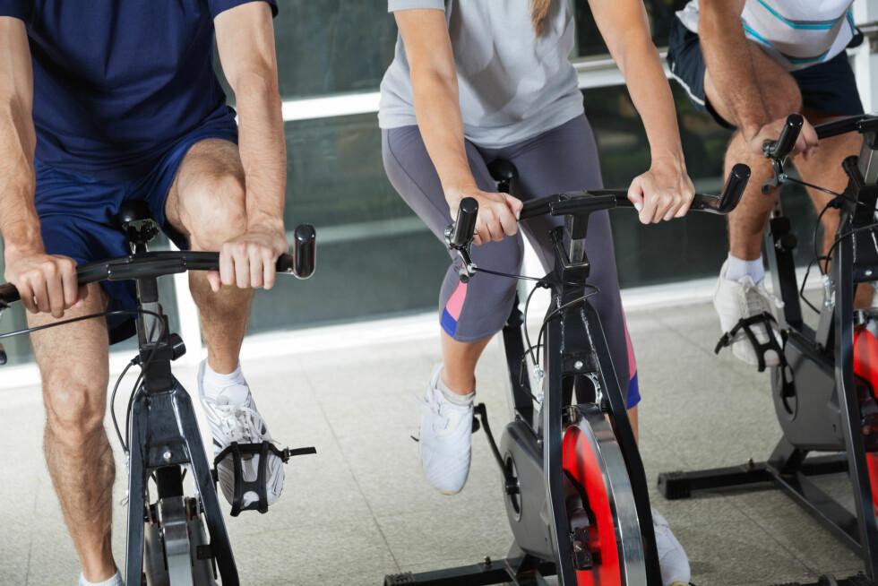 IKKE DUMT Å BRUKE SPINNINGSKO: Eksperten forteller at det er lurt å bruke spinningsko dersom du spinner mye, da det gir et optimalt tråkk.  Foto: Tyler Olson - Fotolia