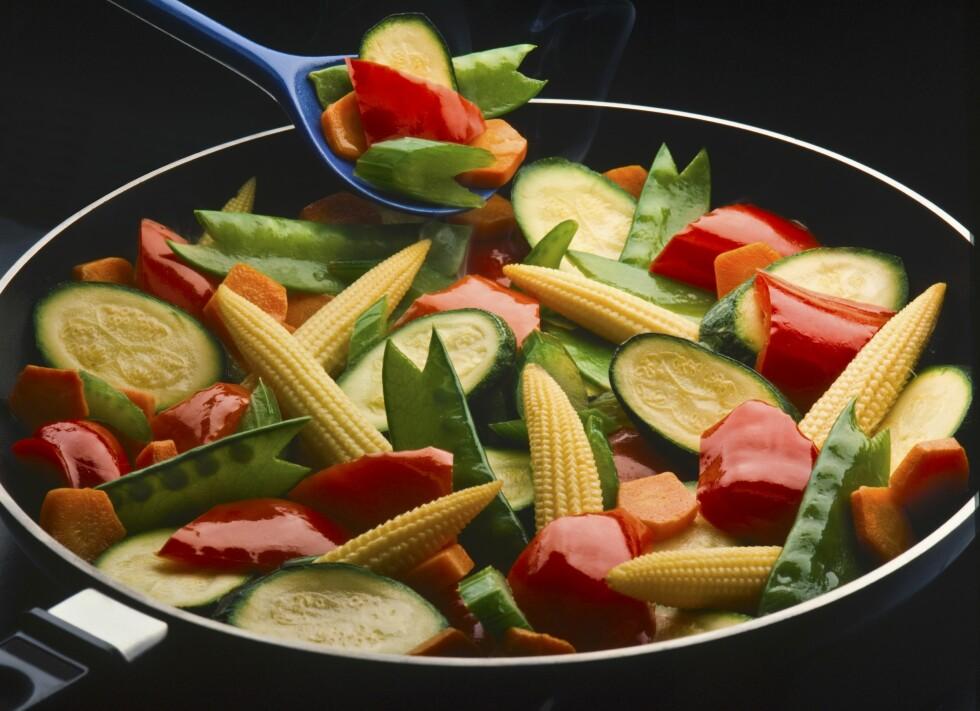 VARME HJELPER: Når grønnsaker varmebehandles blir næringsinnholdet av vitaminer og mineraler mer tilgjengelig, så fremst de ikke overkokes.  Foto: Scanpix/NTB