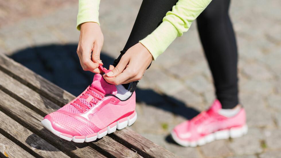 KOM DEG UT: Det frister kanskje ikke å snøre på seg joggeskoene med det samme du kommer hjem fra jobb, men trikset er å tilpasse treningen fremfor å droppe den helt.  Foto: Scanpix