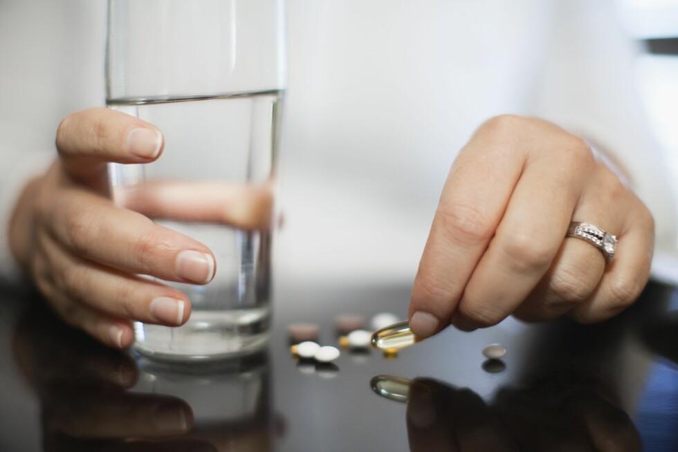 MEDISINER: Medisiner kan være en annen årsak til hevelser - spesielt smertestillende som for eksempel ibux, kortisontabletter i forbindelse med sykdom, kvinnelige hormoner i form av p-piller eller blodtrykksmedisiner. Foto: (c) Hybrid Images/cultura/Corbis/All Over Press