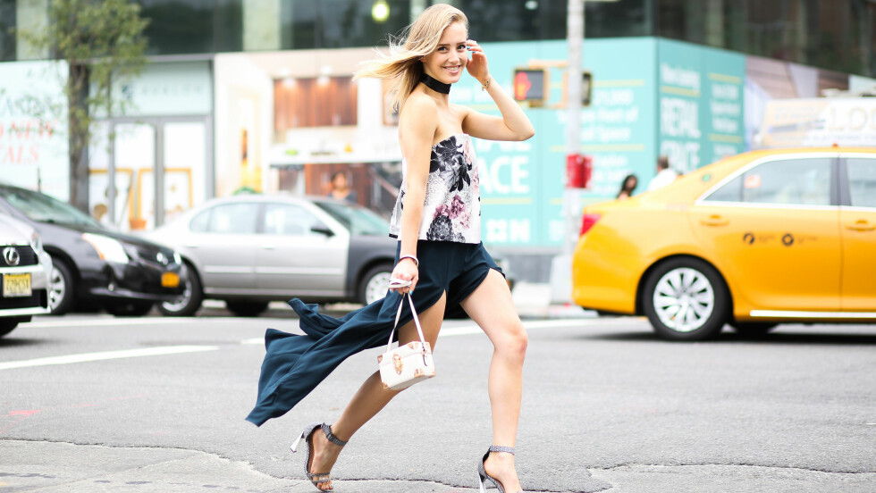 STREET STYLE I NEW YORK: Sarah Mikaela er blant street style-jentene som tråler gatene i New York under moteuken.  Foto: Abaca