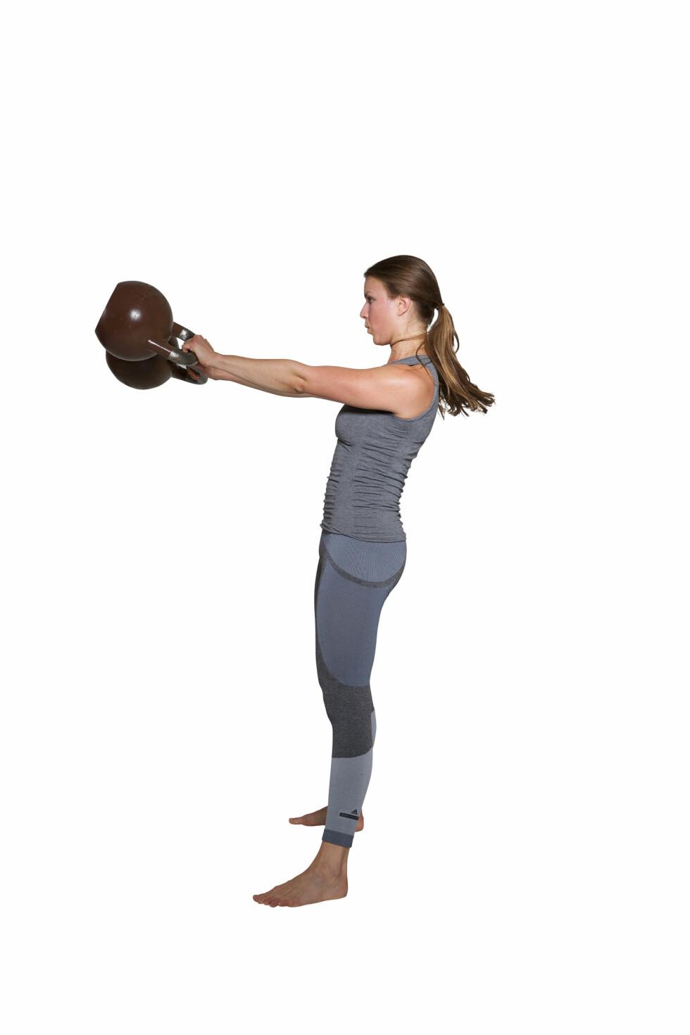 ASYMMETRISKE SWINGS: Her er det hoftene som skal jobbe! Foto: Frederikke Heiberg