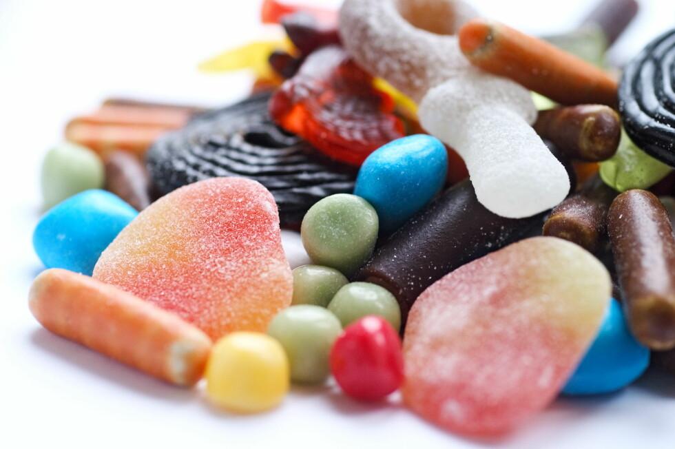 VINGUMMI OG LAKRIS: Dersom du ønsker å unngå de største kaloribombene anbefaler eksperten deg å plukke biter av vingummi og lakris.  Foto: Scanpix Denmark