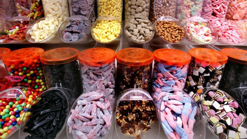 SMÅGODT: I denne saken forteller ernæringseksperten hva du bør plukke i smågodt-hylla.  Foto: Aftenposten