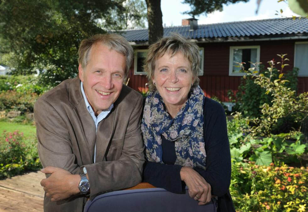 STÅR SAMMEN: Harald og Kjersti er glad de har hverandre. – Enten vokser man sammen, eller fra hverandre i en krise. Vi har definitivt vokst sammen, sier de.  Foto: Marianne Otterdahl-Jensen
