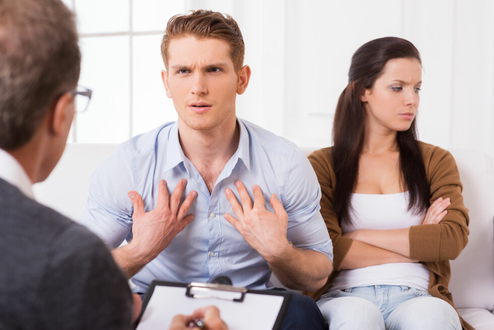KAN VÆRE SÅRENDE: Du tenker kanskje på de negative kommentarene som ubetydelige, men de kan ha langt større betydning enn du tror. Faktisk skal det hele fem positive kommentarer til for å gjøre opp for én kjip slengbemerkning.  Foto: Fotolia