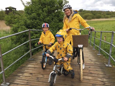 AKTIV FAMILIE: Guro elsker å dra på sykkelturer med barna i helgene.  Foto: Privat