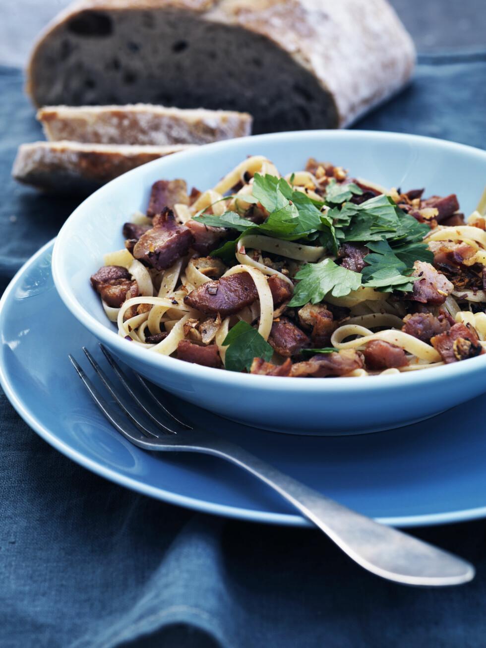 <strong>TIPS:</strong> Server gjerne med en bolle blandet grønn salat. Foto: All Over Press