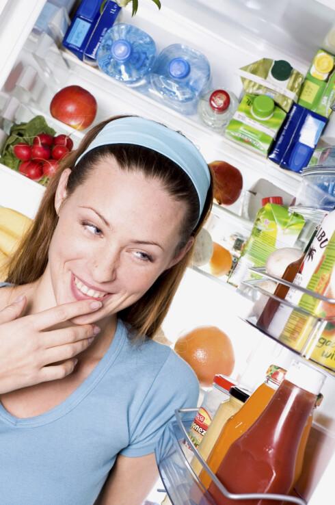 VELG NOE SUNT: Det er best å velge noe sunt hvis du skal spise rett før sengetid.  Foto: Scanpix