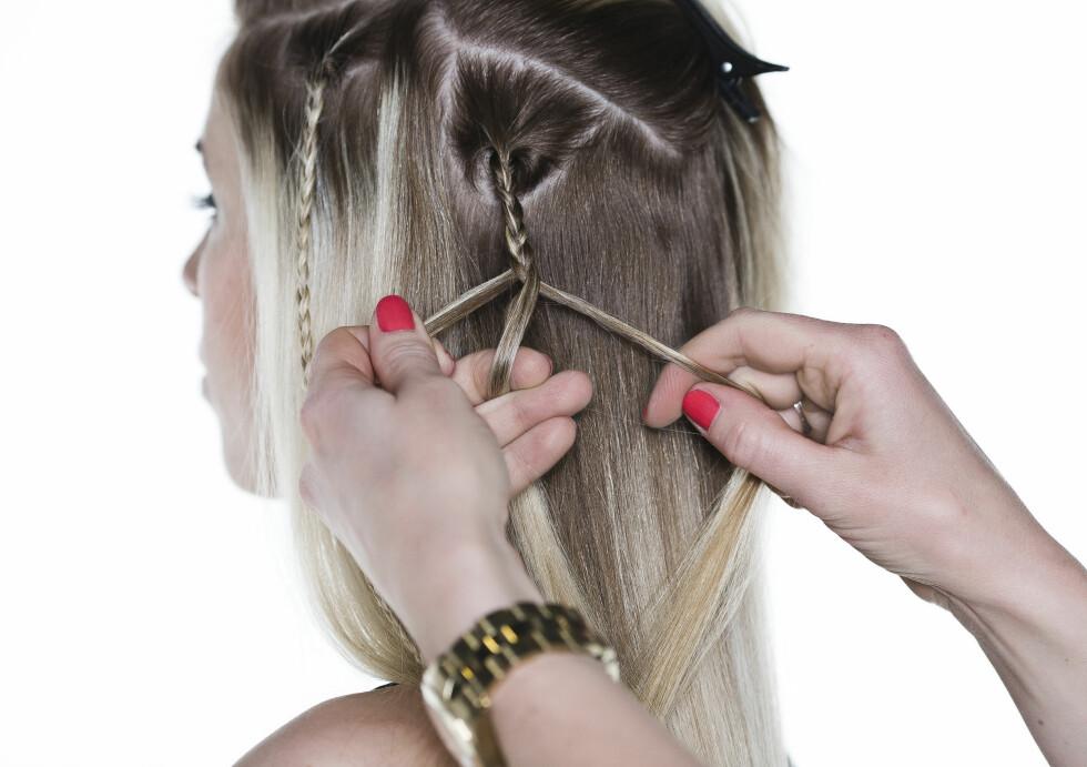 LØSE FLETTER: Lag flere tynne fletter i underhåret slik at de blander seg inn i håret.  Foto: Astrid Waller