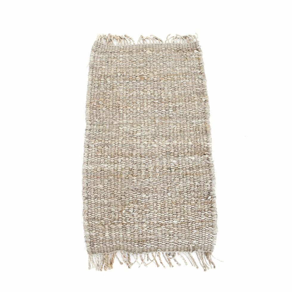 Grovt, lekkert teppe i naturmateriale (kr 300, day.dk).  Foto: Produsenten