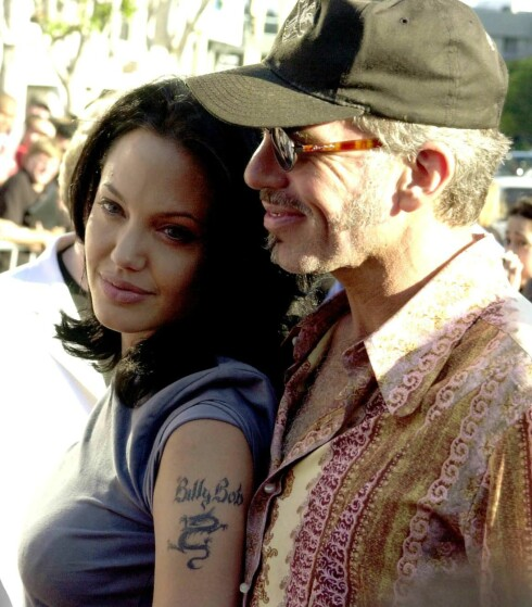 ANGRET: Denne tatoveringen, som var en hyllest til den tidligere ektemannen Billy Bob Thornton, har Angelina Jolie fått fjernet. Foto: Scanpix