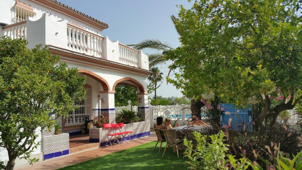 Nå bor familien Bolstad på en økologisk fruktgård utenfor Malaga.  Foto: Privat