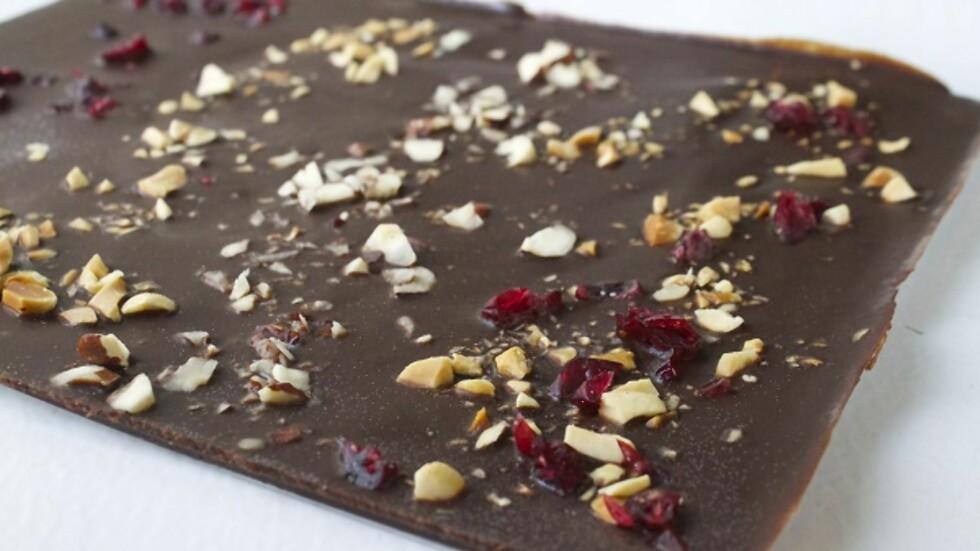 ENKELT, SUNT OG KJEMPEGODT: Hjemmelaget, sunn sjokolade er faktisk ikke så vanskelig å få til.  Foto: Elin Larsen