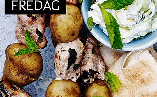 Spyd med hvitløkmarinert svinekjøtt og myntetzatziki