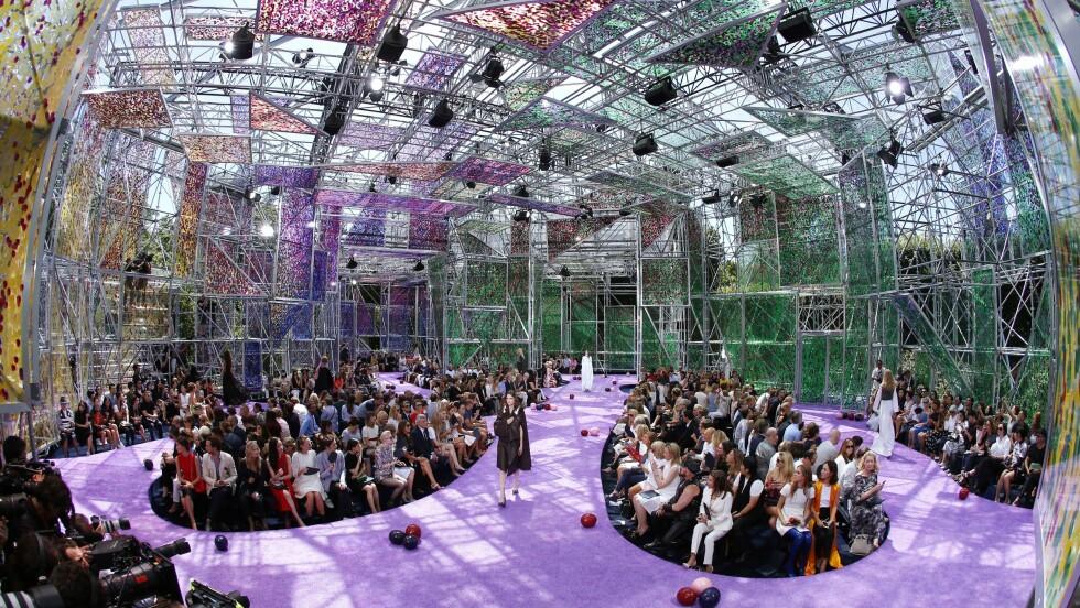 <strong>FOR ANLEDNINGEN:</strong> Dette mesterverket av et bygg ble satt opp kun for visningen av Diors nye kolleksjon. Foto: Afp