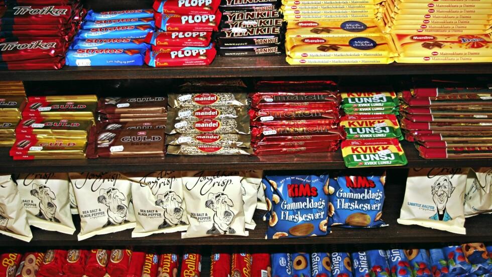 SJOKOLADE: Til manges store glede, så kan sjokolade ha sine fordeler for helsen din. Men hva er det best å velge? Ifølge ekspertene bør du se etter mest mulig kakao, lite raffinert sukker og lite melk.  Foto: Scanpix/Aftenposten